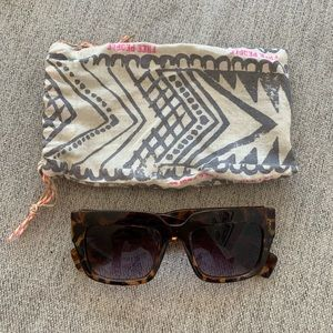 Freepl Sunnies & Dust Bag